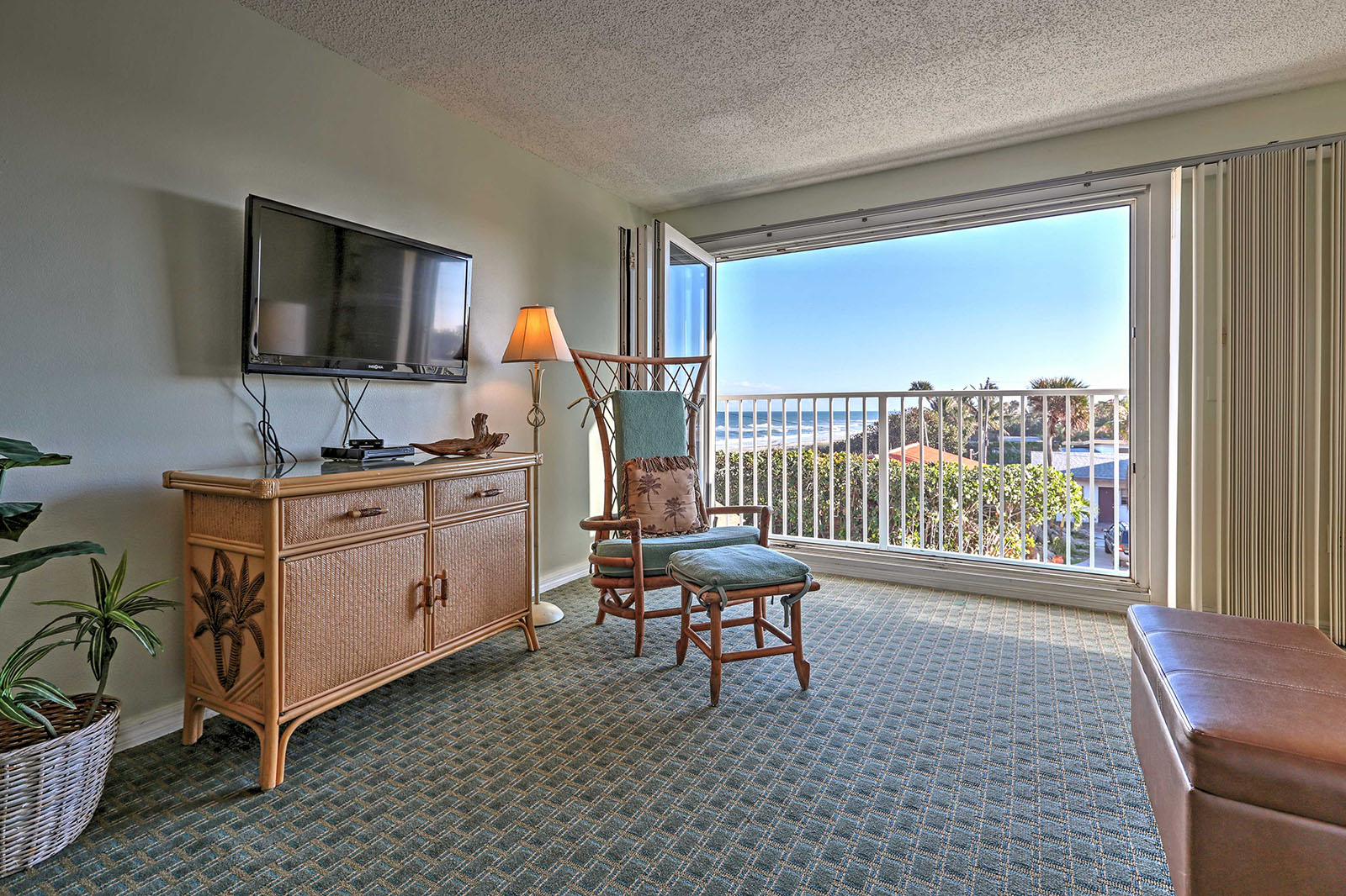 Large oceanfront suites in Melbourne Beach